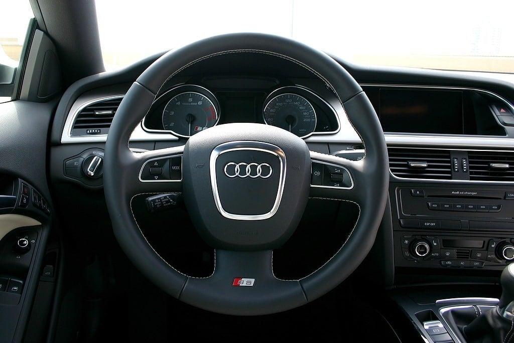 2009 Audi S5 cockpit