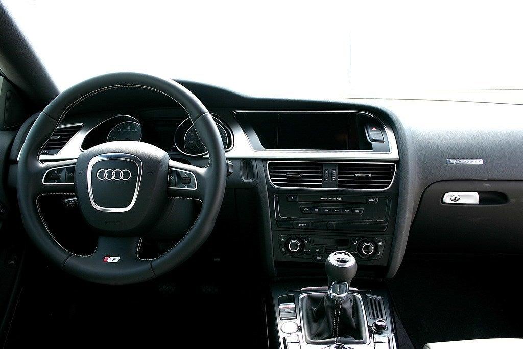 2009 Audi S5 interior