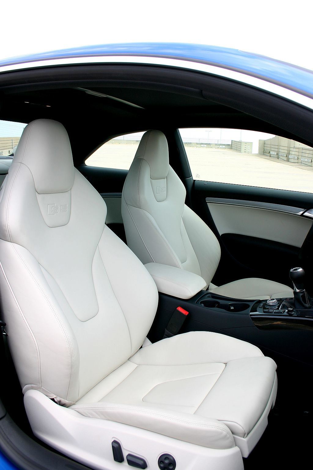 2009 Audi S5 seats