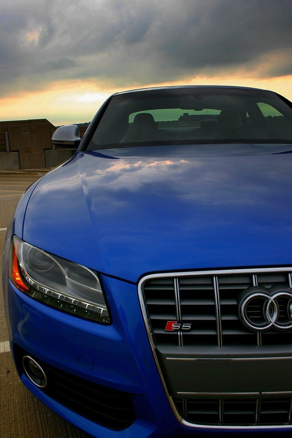 2009 Audi S5 side front