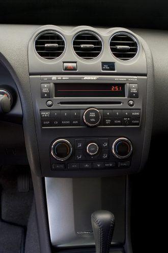 2008 Nissan Altima Coupe center console