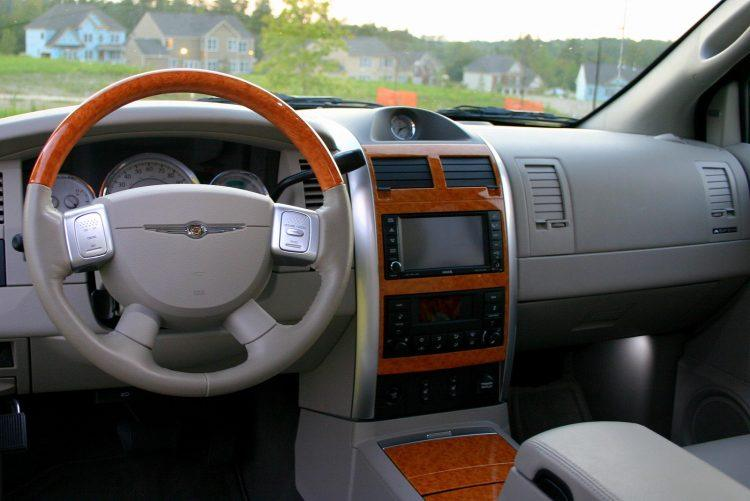 Chrysler Aspen Hybrid interior