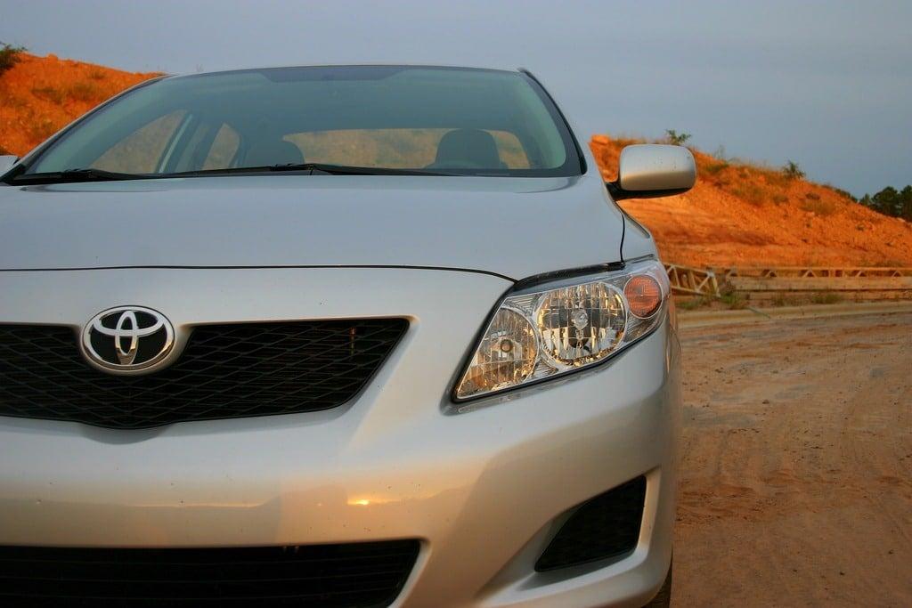 2009 Toyota Corolla XLE headlight