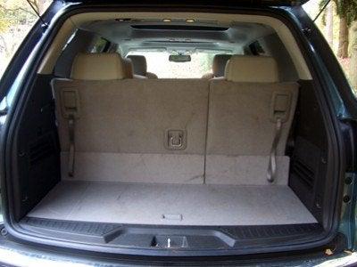 2009 GMC Acadia trunk