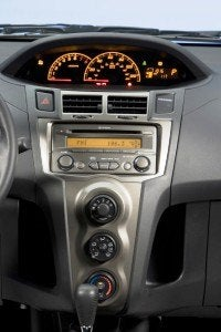 2009 Toyota Yaris 5-door Liftback S center console