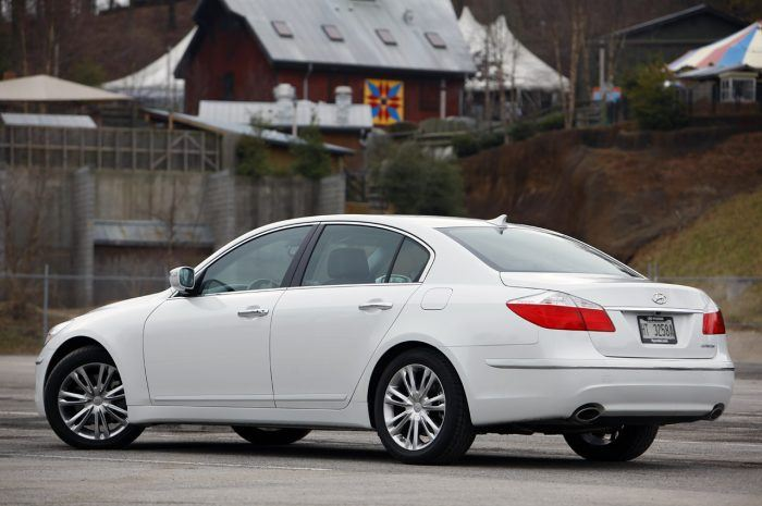 2009 Hyundai Genesis Sedan Review