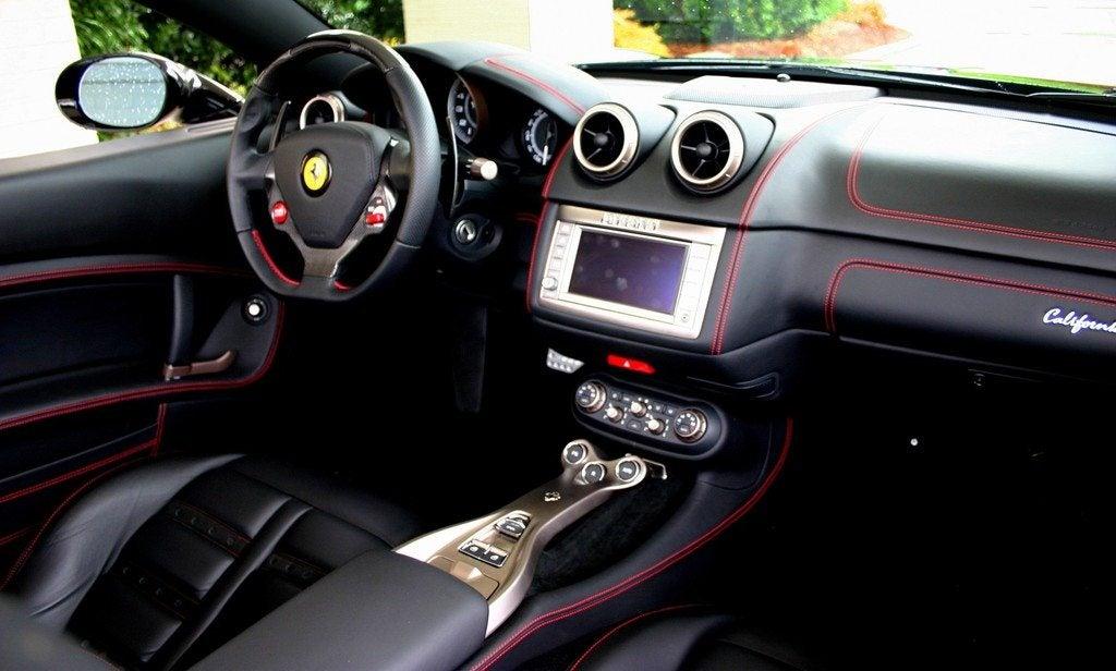 2010 Ferrari California interior