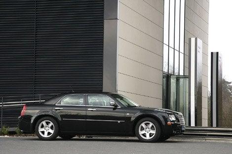 2010-Chrysler-300C-3.jpg
