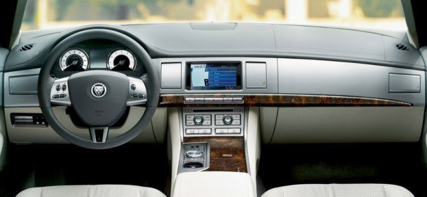 2010_Jaguar_XF interior