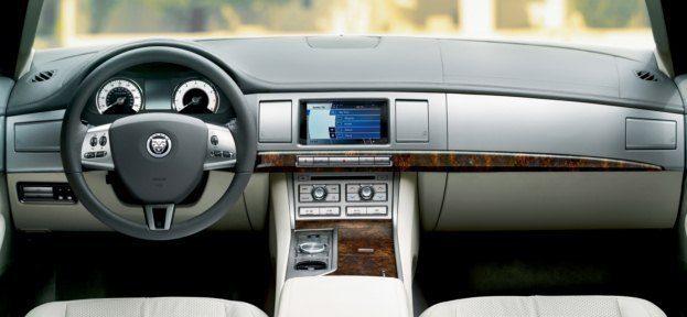 2010_Jaguar_XF interior