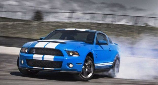 Ford Mustang Shelby GT500 Drifting