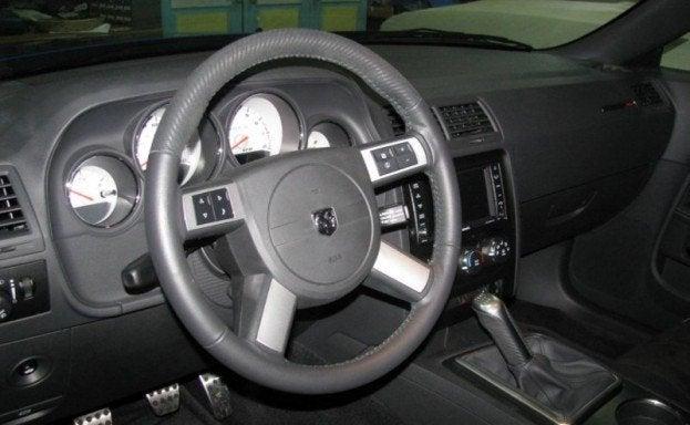 2009 Dodge Challenger SRT8 interior