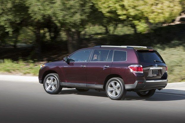 Toyota Highlander Ascends to New Altitude for 2011 17