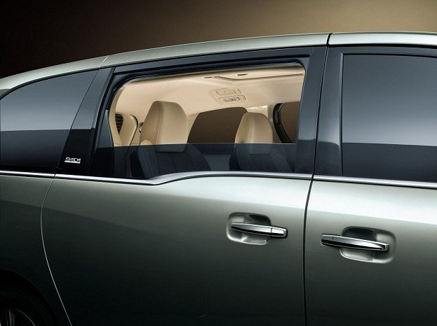 Chinese Buick Gl8 Luxury Mpv Captivating Or Copy Cat
