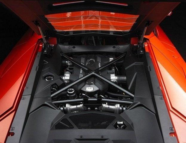 Lamborghini Aventador LP-700-4 engine