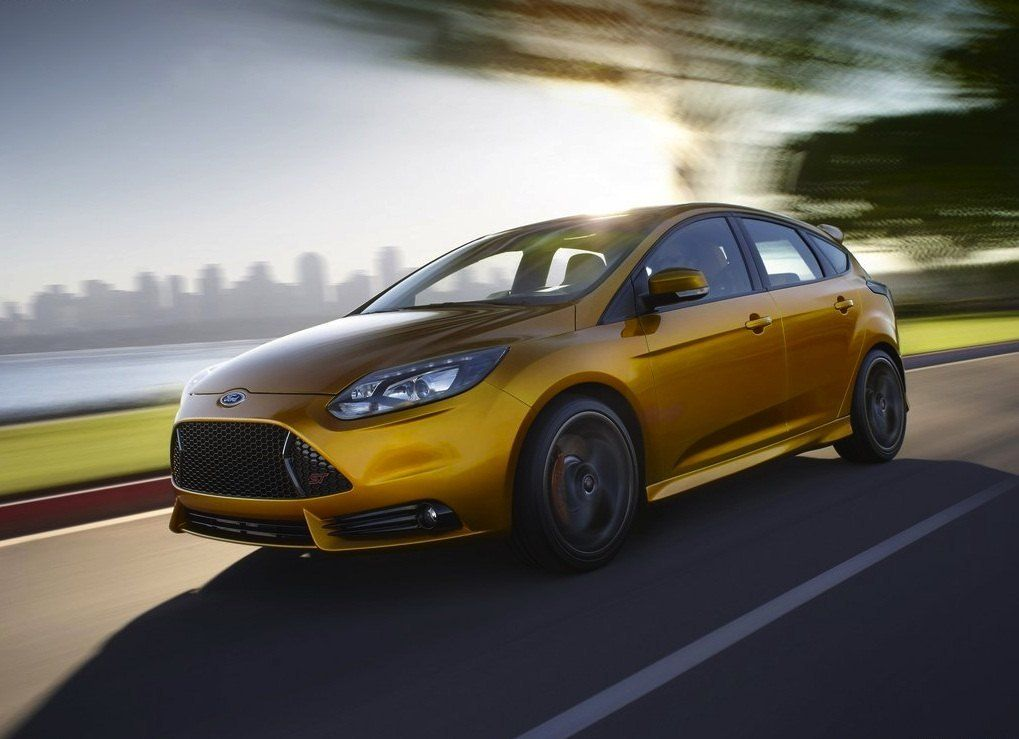 Ford Focus ST Front View Motion