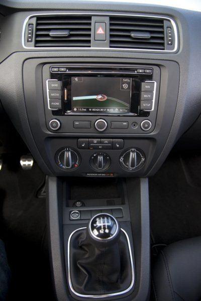 2011 VW Jetta SEL center console