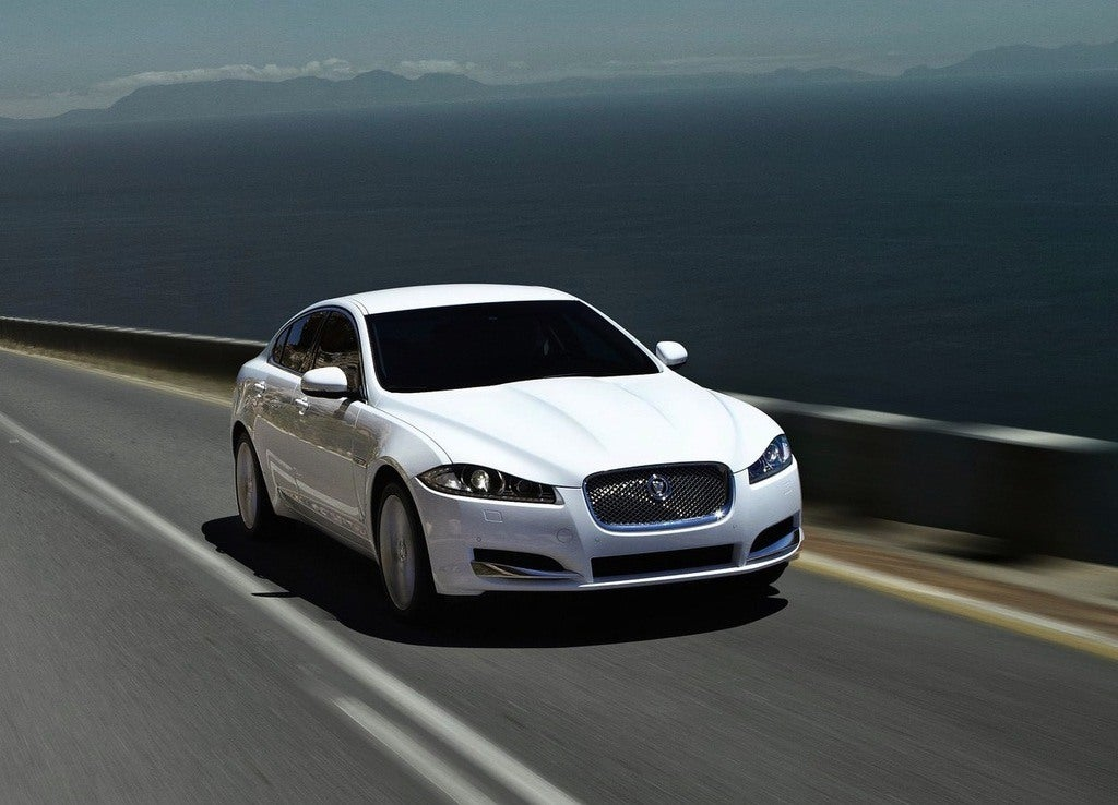 Jaguar-XF_2012_1280x960_wallpaper_06