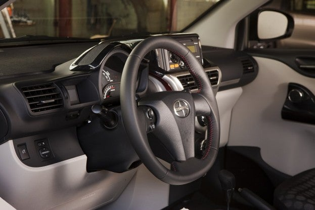 2012_Scion_IQ_090