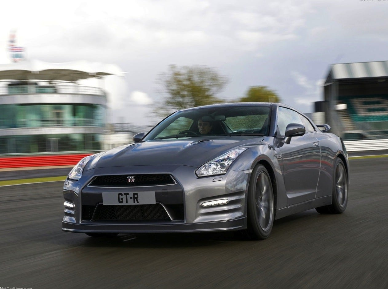 Nissan-GT-R_2012_1280x960_wallpaper_04