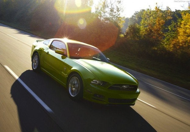 Ford-Mustang_2013_1280x960_wallpaper_0a
