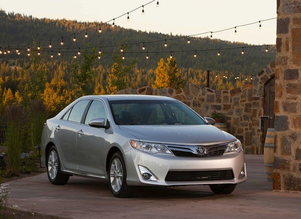 Toyota-Camry_2012_1280x960_wallpaper_02