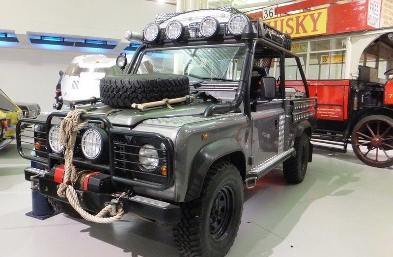 2001 Tomb Raider Land Rover Defender