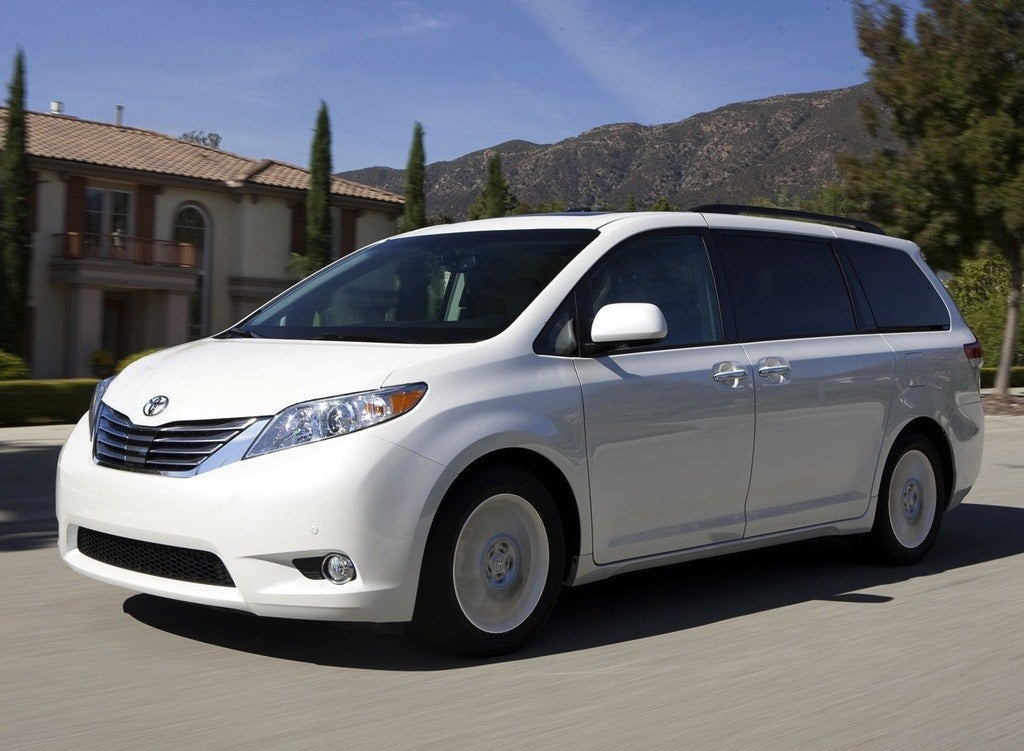 2013 toyota sienna ditches pointless four cylinder. Black Bedroom Furniture Sets. Home Design Ideas