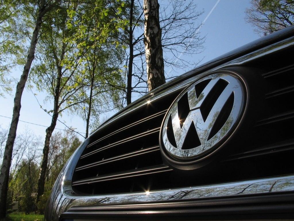 VW logo by tomek olo