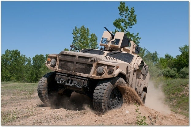 Three JLTVs Contend for US Military Humvee Replacement Duties 15