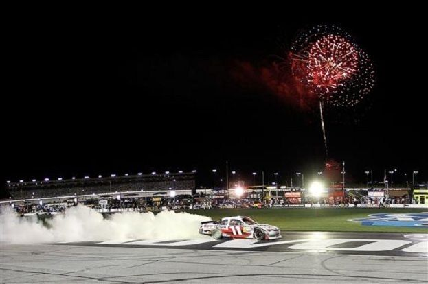 201220Atlanta20Denny20Hamlin20Celebrates20With20Burnout Wesley Hitt Getty Images for NASCAR