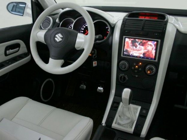 2012 Suzuki Grand Vitara interior