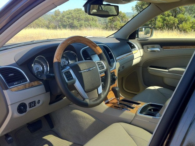 2012 Chrysler 300C interior