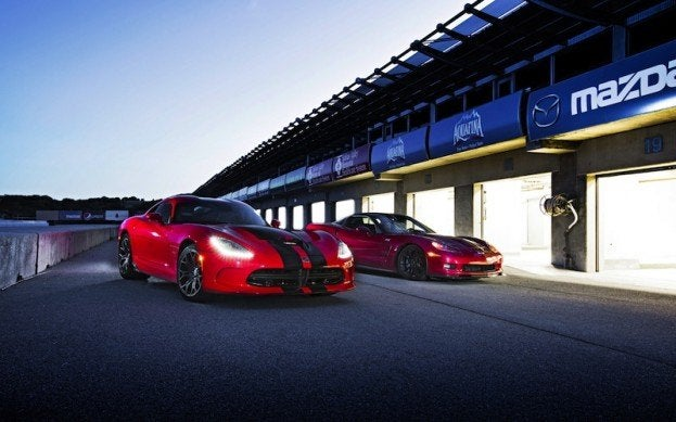 2013-Chevrolet-Corvette-ZR1-2013-SRT-Viper-GTS-in-pit-lane