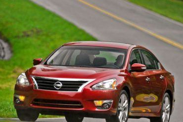 Nissan Altima Sedan 2013 800x600 wallpaper 0c