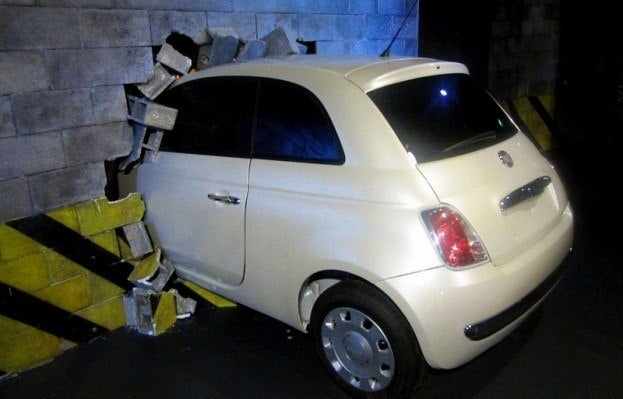Fiat 500 becomes friends with brick wall