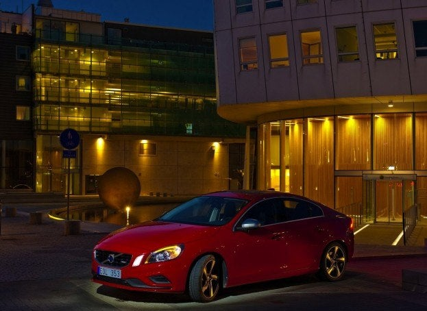 Volvo-S60_R-Design_2011_1280x960_wallpaper_11