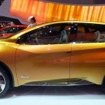 Nissan Resonance (2)