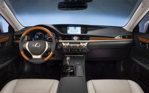 2013 Lexus ES 300h interior