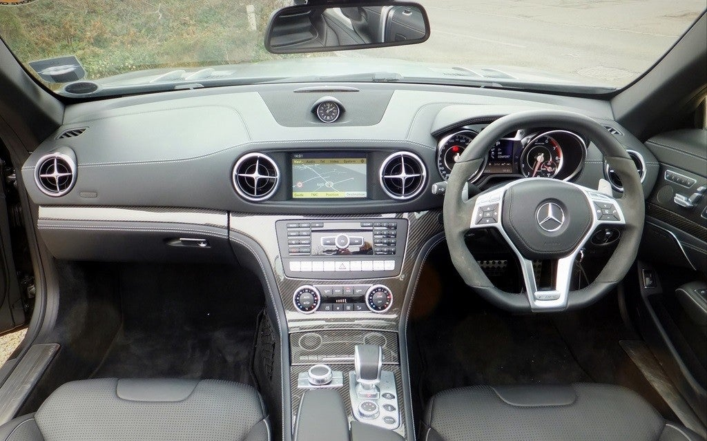 Mercedes SL 63 AMG Roadster interior