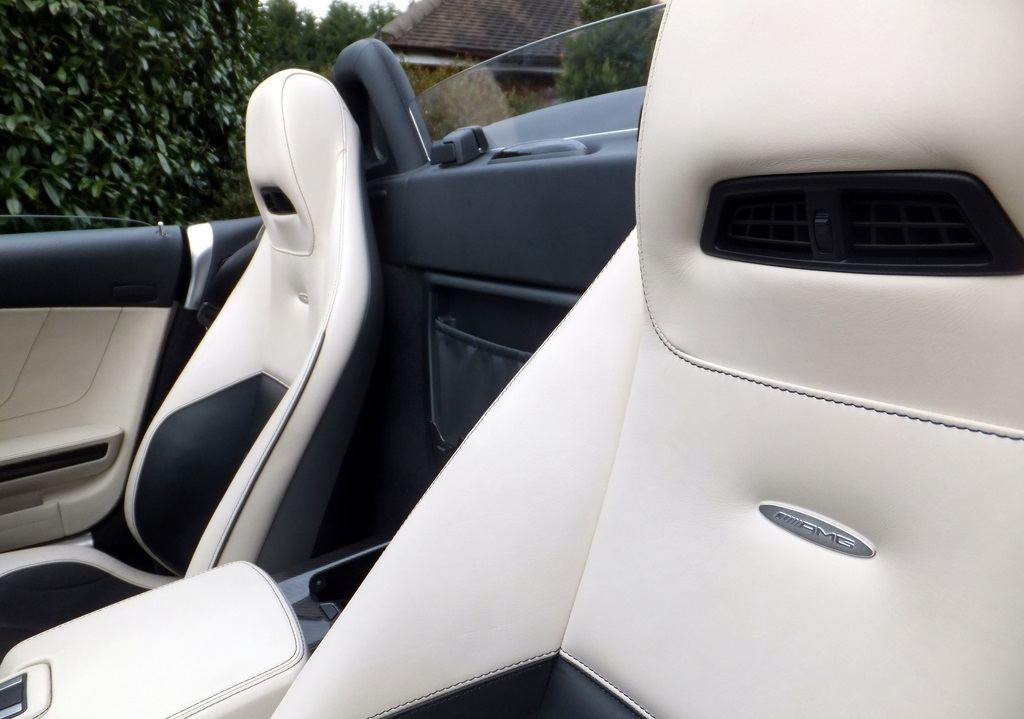 Mercedes SLS AMG Roadster seats