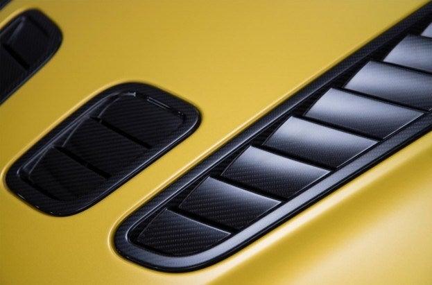 Aston Martin V12 Vantage S vents