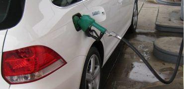 "VW Jetta TDI filling up 370x180 - VW Gives ""Diesel for Dummies"" to American TDI Drivers"