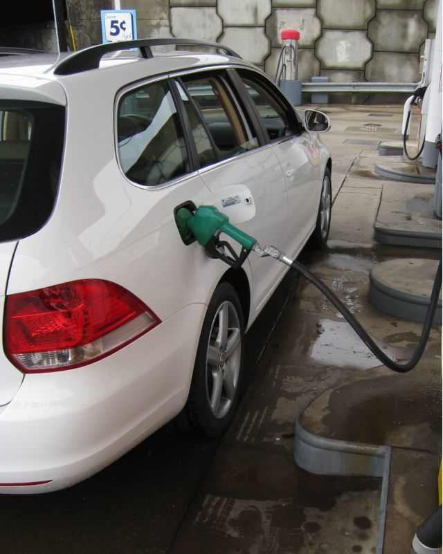 VW Jetta TDI filling up