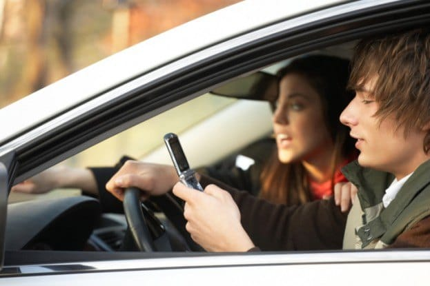 texting-while-driving-teens