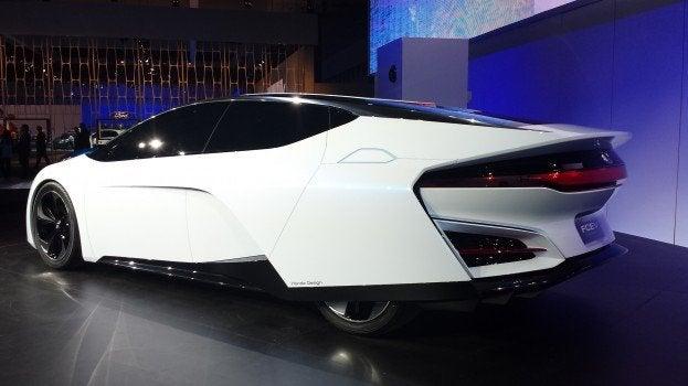 Honda FCEV Concept Rear Quarter L