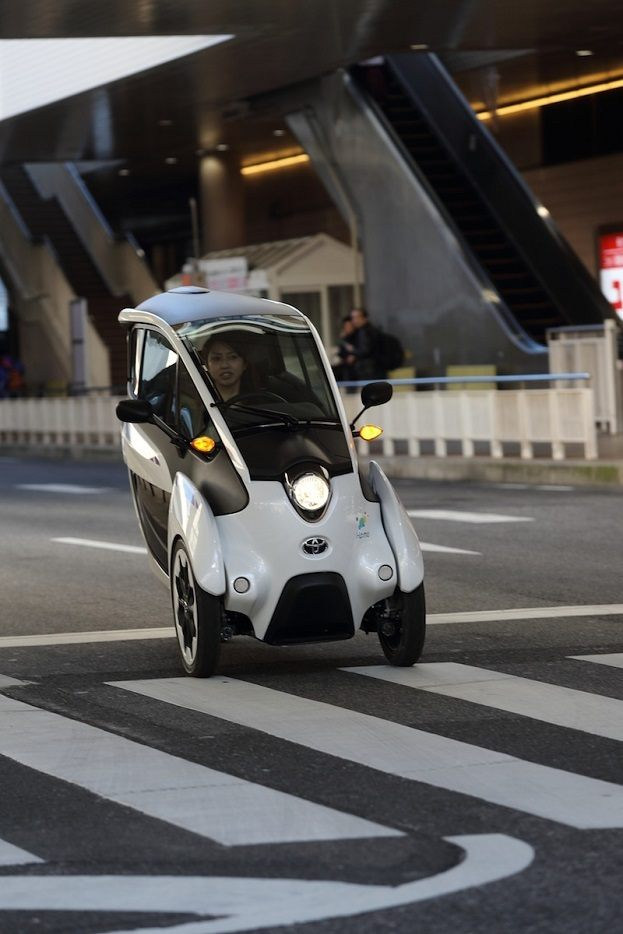 Toyota i-Road driving