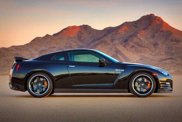 2014 Nissan GT-R profile