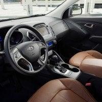 2014 Hyundai Tucson interior (2)