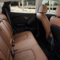 2014 Hyundai Tucson interior (3)